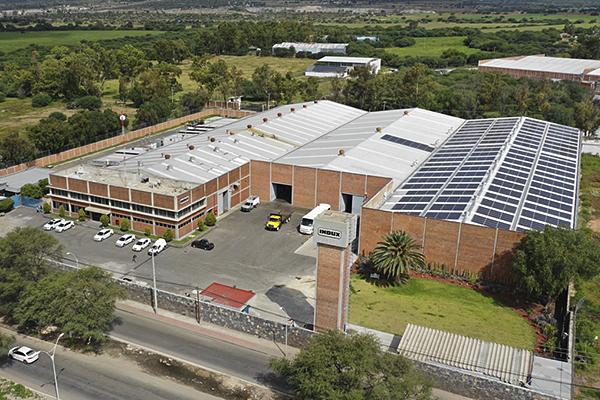 Más de 1100 Paneles Solares en Nuestra Nueva Nave